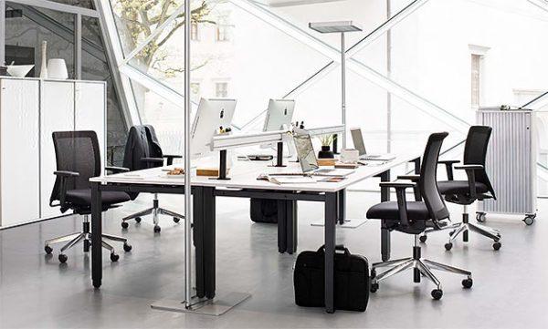 agilos plus Schreibtische, Vierkantrohrgestell, Multifunktionsschiene 3. Ebene