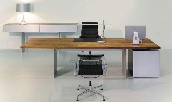 Schreibtisch, Massivholz, Metallwangen