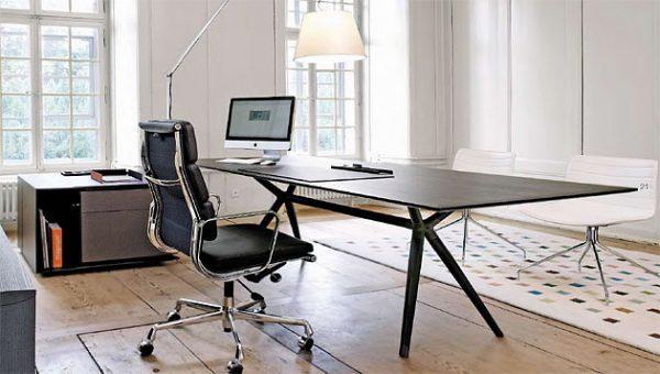 x2, Schreibtische, Sideboards für das Management