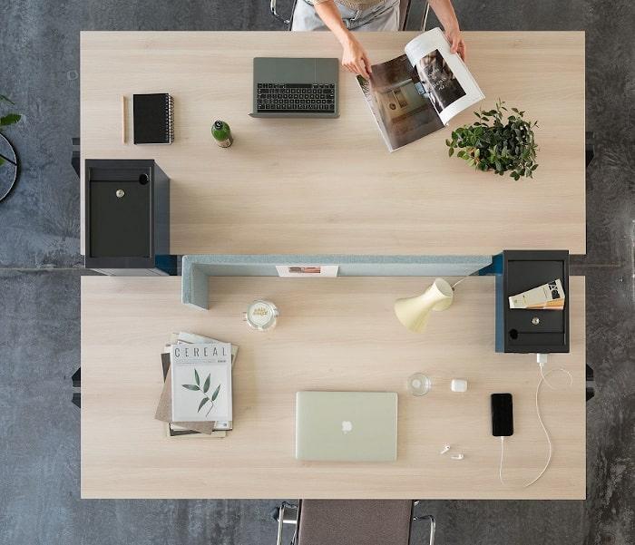yuno office Büroschreibtisch mit Plug-in Box aus Metall